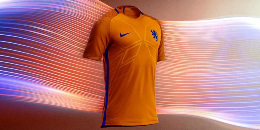 Oranje in nieuw Nike tenue