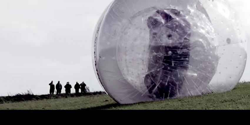 Nissan rolt NOTE in gigantische bal van een berghelling