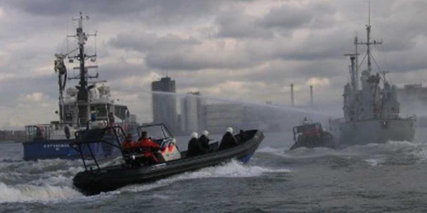 Grote oefening met Marine in Rotterdamse haven
