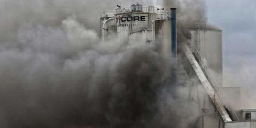 Zeer grote brand in olietank Oosterhout