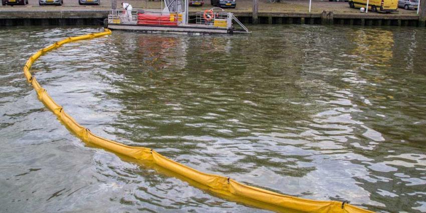 Schip verliest stookolie in havens Vlaardingen