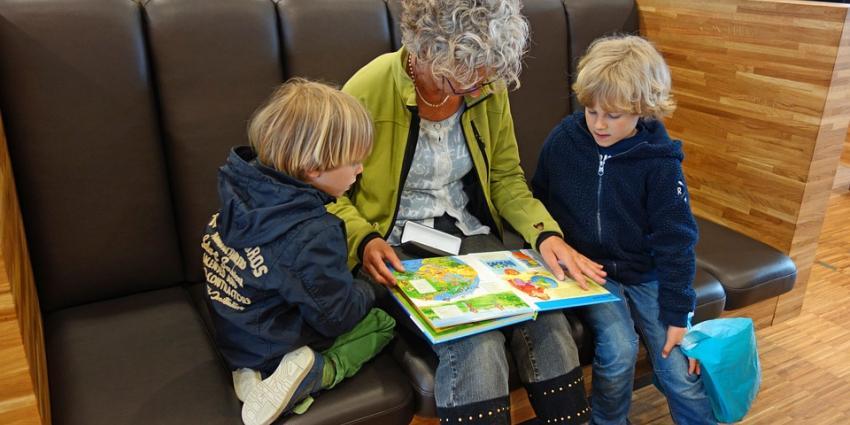 Nederlandse senioren verbergen pijn voor kleinkinderen