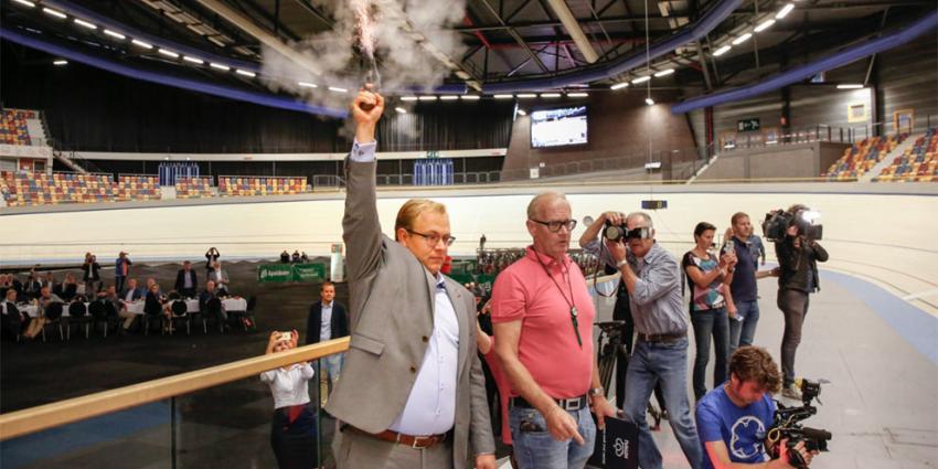 Wethouder Mark Sandmann opent vernieuwde wielerbaan