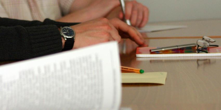 foto van ondertekenen