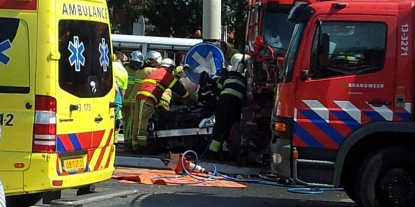 Foto van aanrijding vrachtwagen personenauto Aalsmeer | Miranda van der Sloot