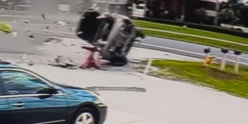 Bestuurder overleeft vreselijke crash