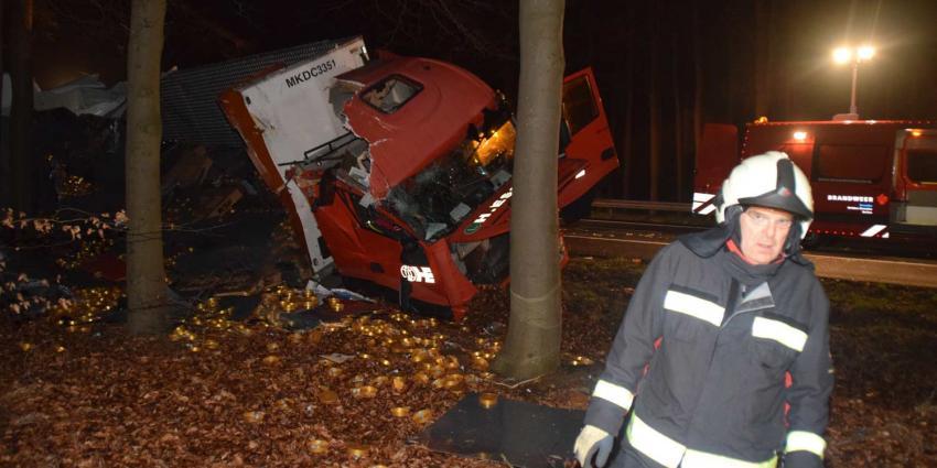 Twee gewonden op A28 na ongeval met vrachtwagen