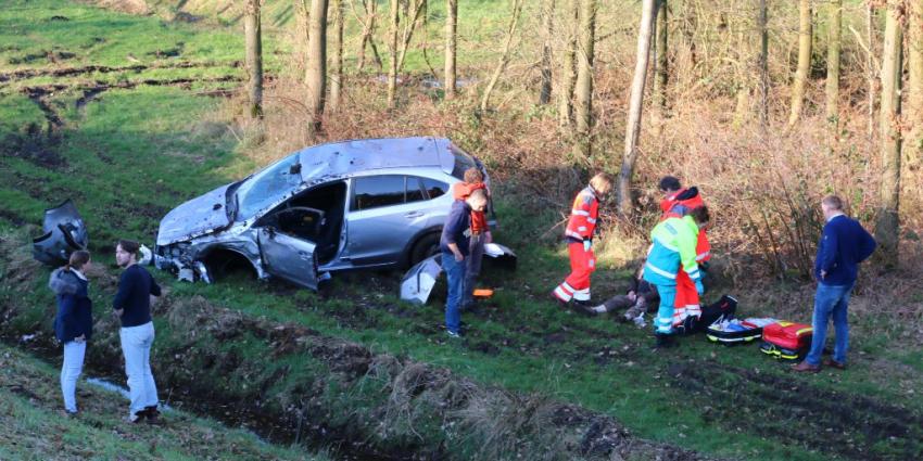 Vijf gewonden bij aanrijding tussen twee auto's