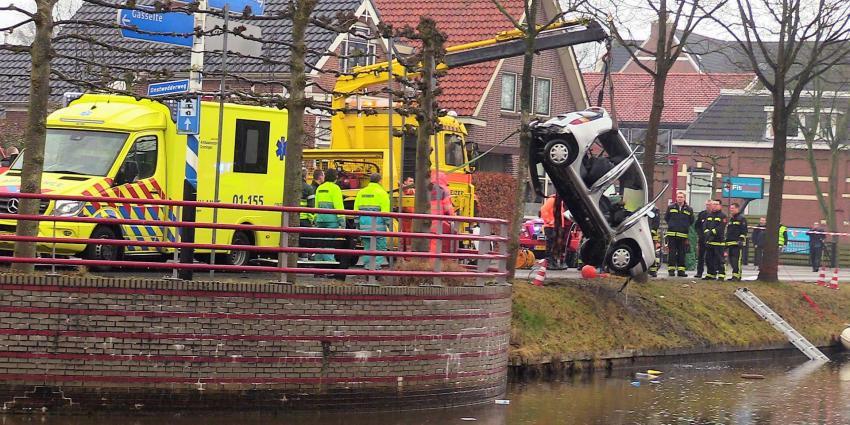 Automobiliste (84) overleden na auto te water Stadskanaal