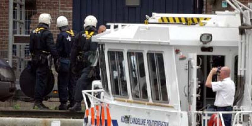 Foto van politie bij ontruiming   Archief EHF