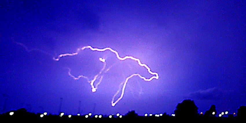Zondagavond zware regen-en onweersbuien en overgang naar wisselvallig  weer