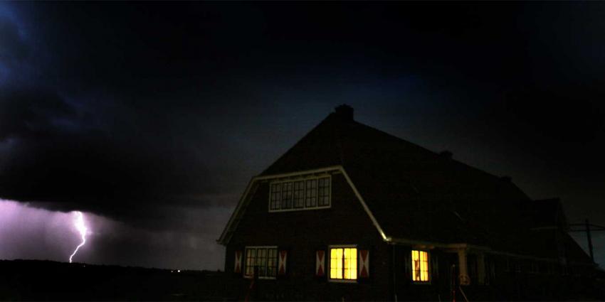 KNMI waarschuwt met code geel voor zware windstoten en onweer