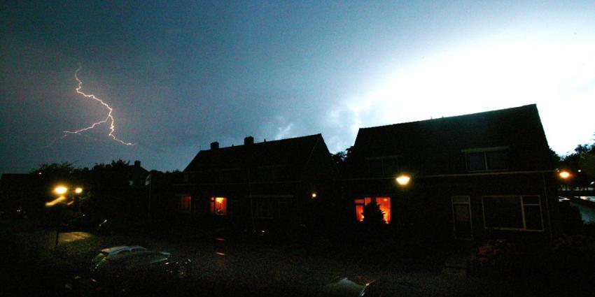 Zondagmiddag en -avond in het oosten en noorden enkele stevige onweersbuien