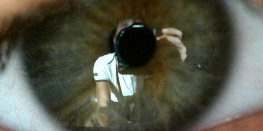 Oog-scan MS-patiënt toont hoeveelheid hersenschade