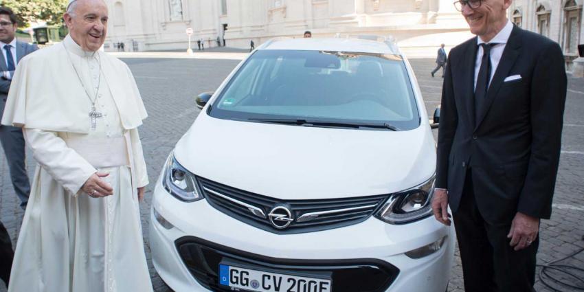 Paus rijdt voortaan ook elektrisch