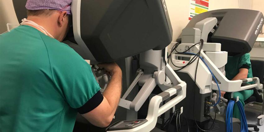 UMCG neemt operatierobot in gebruik