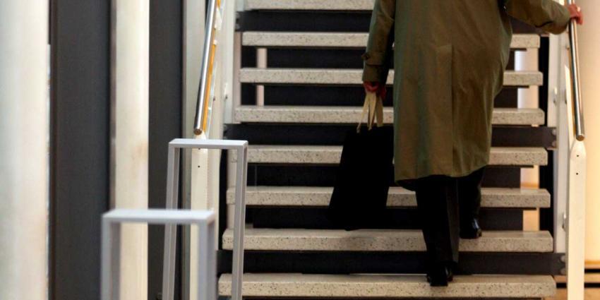17% van de 57.000 Amsterdamse mantelzorgers voelt zich zwaar- of overbelast