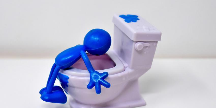 Poppetje boven wc