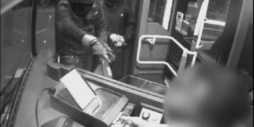 Politie geeft beelden vrij van overval op buschauffeur