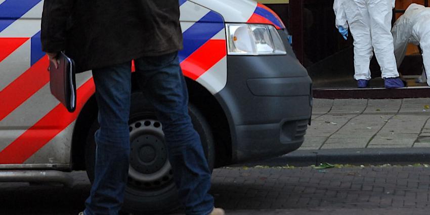 Gewonde bij woningoverval in Amstedam
