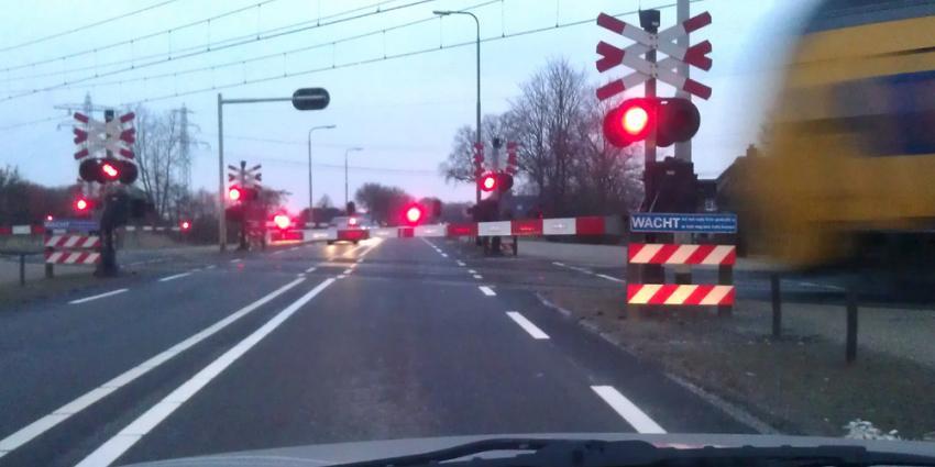 Ongeval op spoorwegovergang in Zevenhuizen eist twee levens