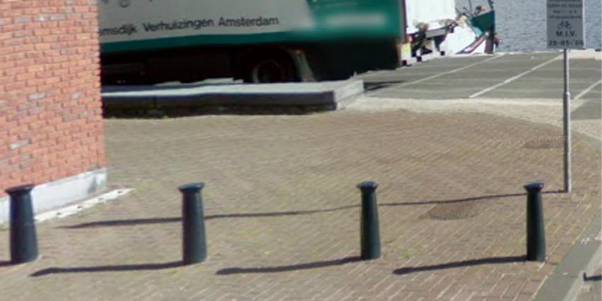 Foto van paaltjes Veemkade | Google Streetview