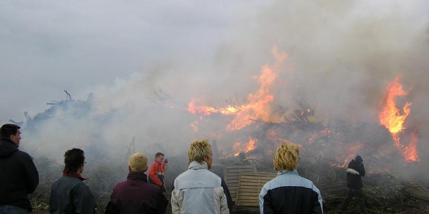 Smog door Duitse paasvuren in het zuidwesten van Nederland