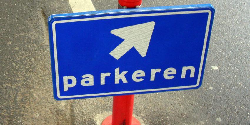 Kentekenparkeren in Amsterdam blijft toegestaan