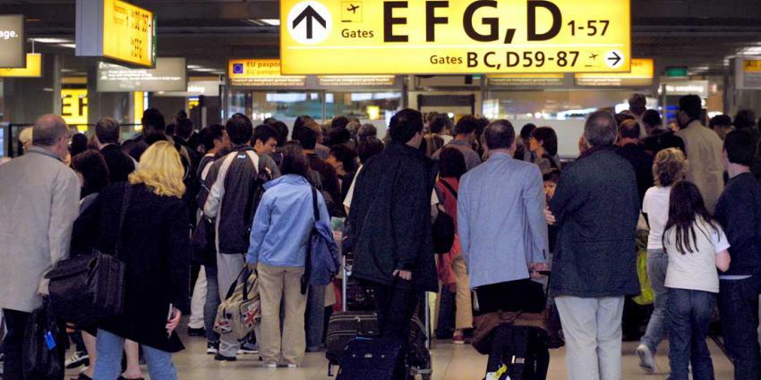 'Burgers ingezet voor paspoortcontrole Schiphol'