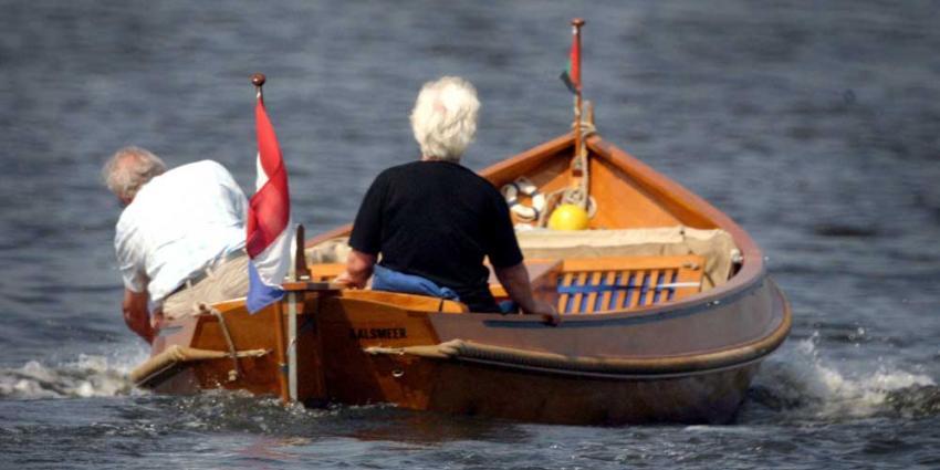 Foto van gepensioneerden in bootje | Archief EHF