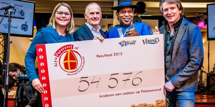 54.576 kinderen krijgen een cadeautje door Veroniklaas