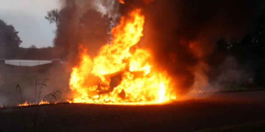 Bestelbus volledig in brand