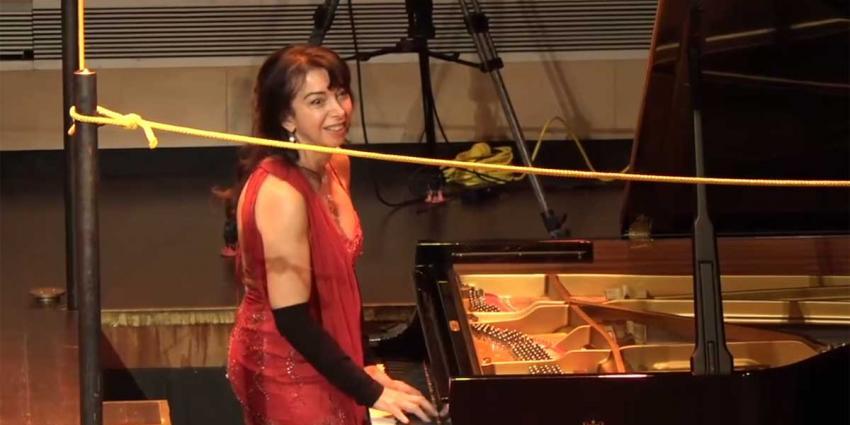 Pianiste weet 'afgang' toch komisch op te lossen
