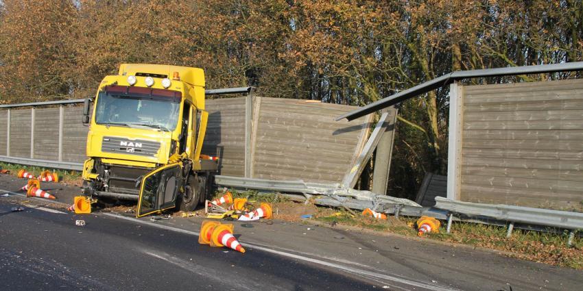 Auto botst op A32 op pijlwagen Rijkswaterstaat