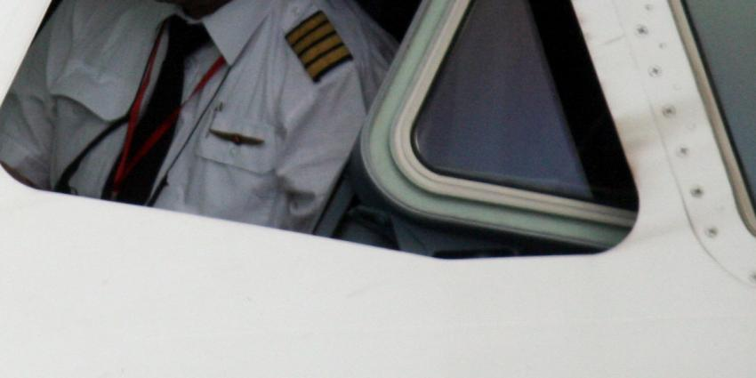 Gezagvoerder arresteert vervelende Noor op vlucht richting Schiphol