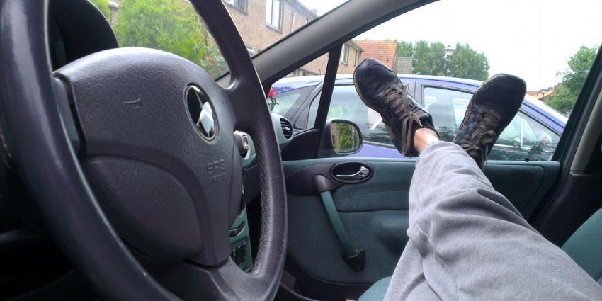 foto van zelfrijdende auto   fbf
