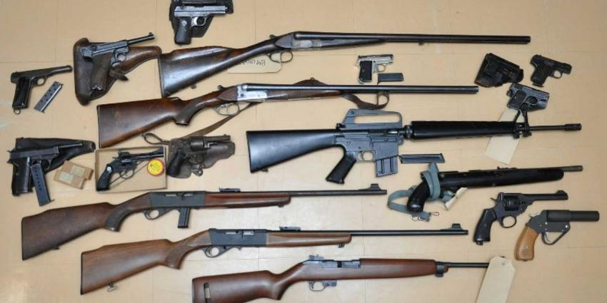 Al ruim 100 wapens ingeleverd in Rotterdam