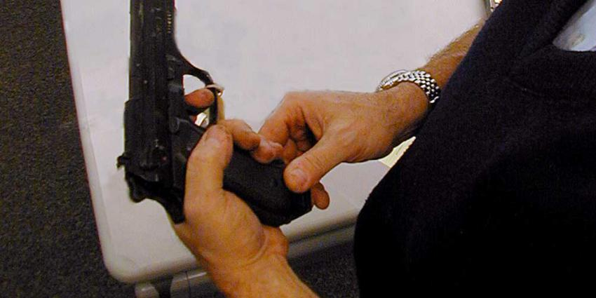 Politie lost waarschuwingsschot bij aanhouding in Oss