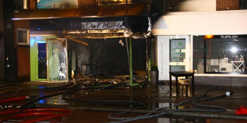 Pizzeria in Emmen brandt volledig af na explosie