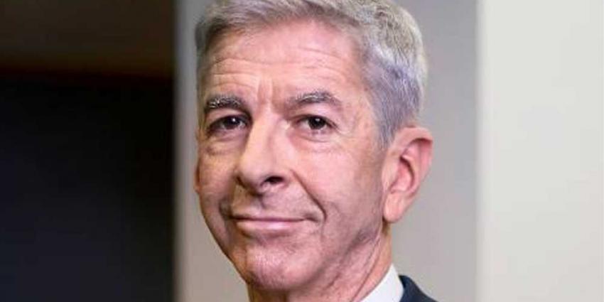 Minister Plasterk stelt Integriteitskamer in voor Sint Maarten