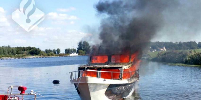 Man (56) zwaargewond na ontploffing gasfles op boot