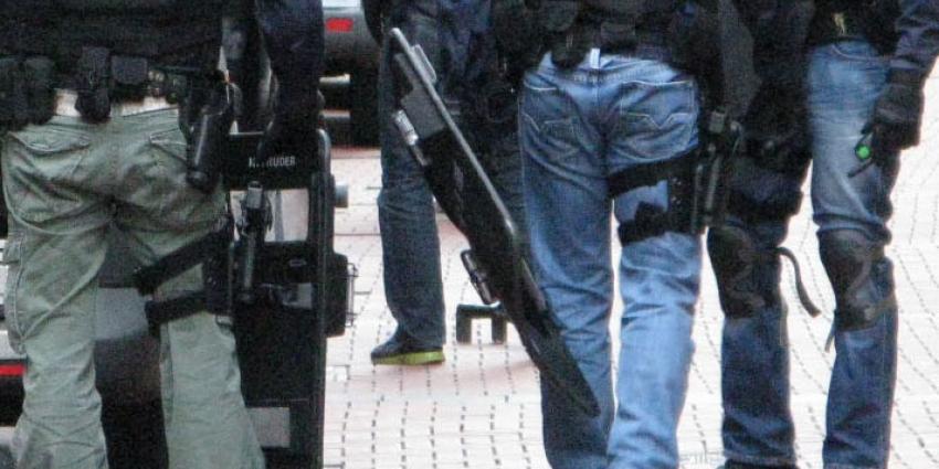 Franse politie houdt eerste verdachte aan na bloedige aanslag Parijs