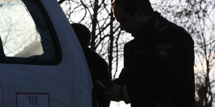 Foto van agent bij politiebus | Archief EHF
