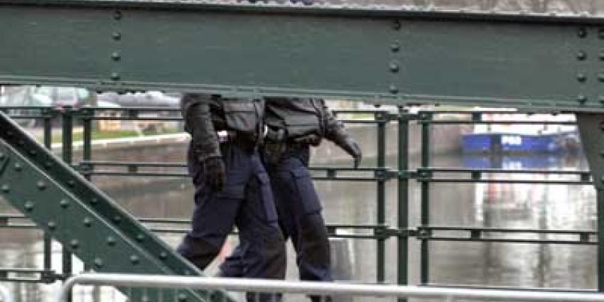 Foto van agenten op brug | Archief EHF