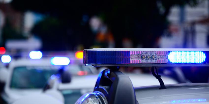 Politie doet onderzoek naar achtergelaten bestelbusje