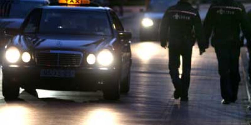 Berovers taxichauffeur krijgen 'gratis' taxiritje van de politie