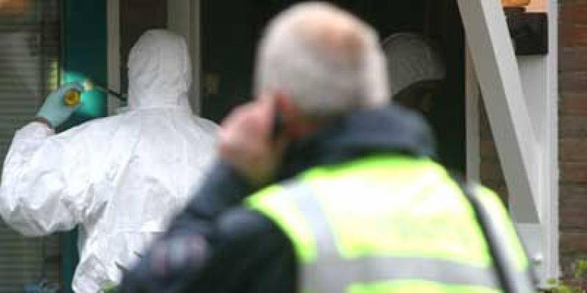 Politie start onderzoek na vondst gewonde hoogbejaarde vrouw in woning