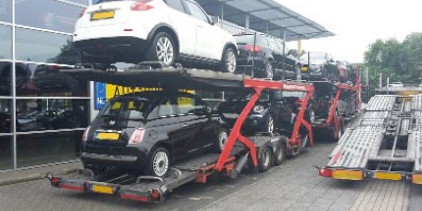 Politie neemt complete bedrijfsvoorraad autobedrijf in Almelo in beslag