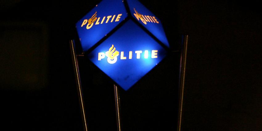 Foto van politie kubus logo verlicht | Archief EHF