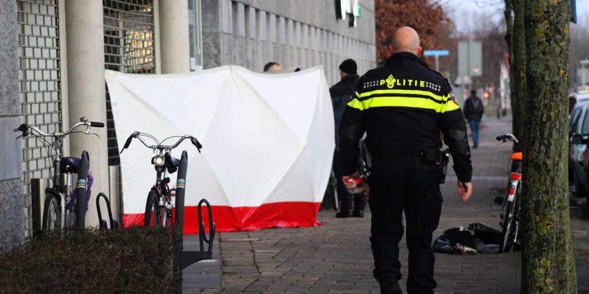 Politie onderzoekt doodsoorzaak persoon na reanimatie
